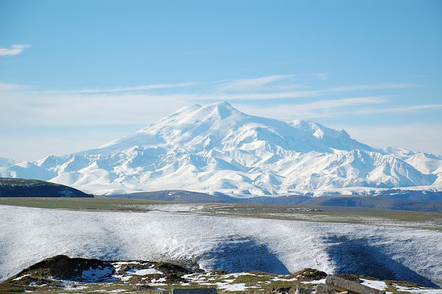 800px-Mount_Elbrus_May_2008