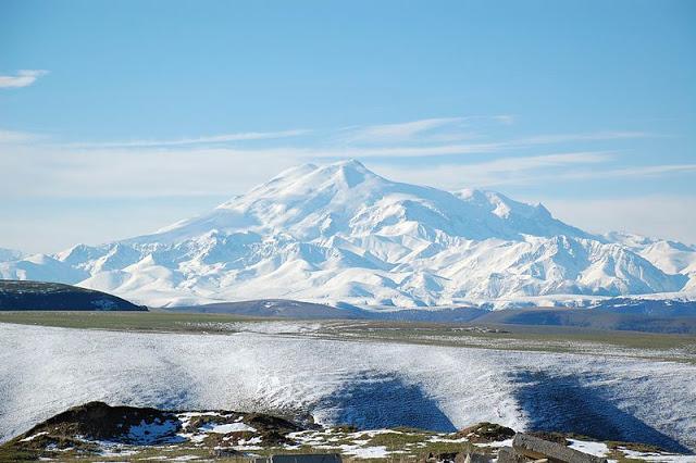 800px-Mount_Elbrus_May_2008