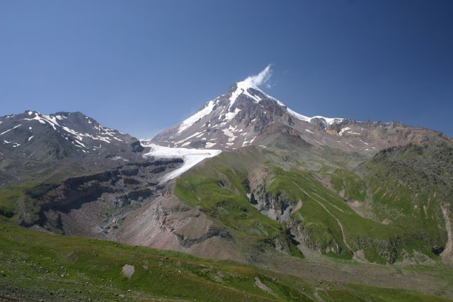 Mt._Kazbegi_in_The_Greater_Caucasus